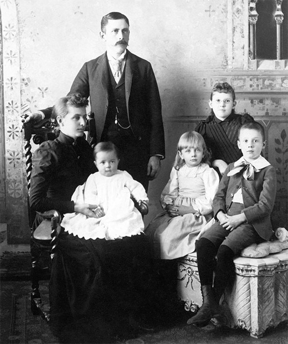 William Azel Kelley Sinton and family in 1892