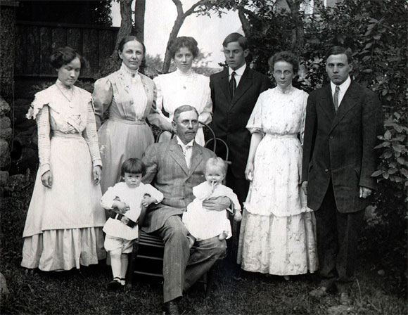 William Azel Kelley Sinton and family in 1910